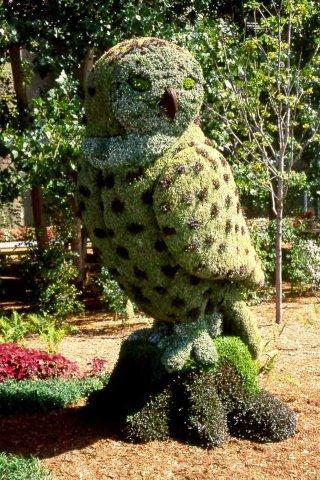 зеленая скульптура