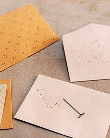 Украшение конверта с помощью шила01