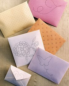 Украшение конверта с помощью шила02