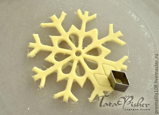 Снежинки из соленого теста 06